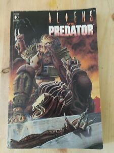 ALIENS VS PREDATOR COMIC BOOK 1991 TITAN BOOKS