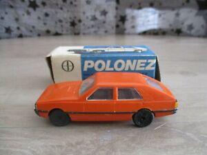 "POLONEZ ""ESTETYKA"" orange en plastique en boite 1:43"