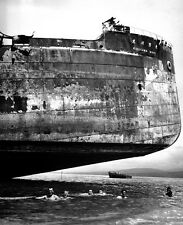 "US Coast Guards swim under Japanese Kinugawa Maru 8""x 10"" World War II Photo 452"