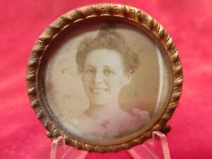 ANTIQUE GOLD TONE BRASS PICTURE FRAME WITH PHOTO