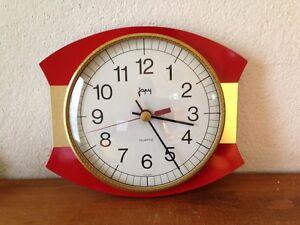 horloge pendule rouge et doré JAPY  vintage années 50 60 70