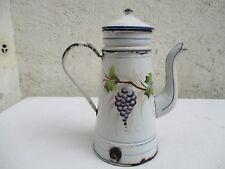 Ancienne cafetière émaillée blanche à décors vigne grappes de raisins