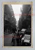 STREET SCENE RICKSHAW TRISHAW MAN SIGN B&W Vintage HONG KONG Photo 28929 香港旧照片