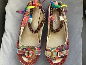 Ladies size 6 canvas shoes