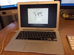 """Apple MacBook Air 13.3"""" A1466 i5-5250U 1.6GHz 4GB 128GB French Canadian"""