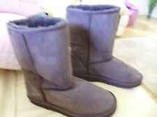 Womans Size 3 Skechers Boots