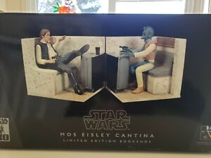 Gentle giant Star Wars Mos Eisley Cantina book ends-Super rare..