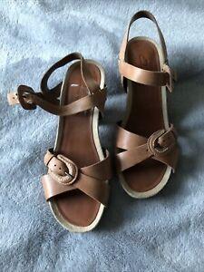 Ladies Clarks Tan Leather Sandals Size 3