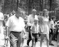 WERNHER VON BRAUN FAMILY AT APOLLO 11 CELEBRATION PICNIC - 8X10 PHOTO (DA-305)