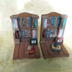 Vintage Wooden Book Ends Bookcase/Library Design - very detailed