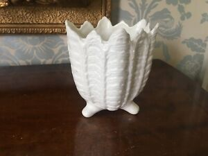 WEDGWOOD COUNTRYWARE PLANTER STANDING ON 3 FEET