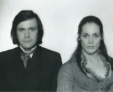 Martine Beswick & Ralph Bates UNSIGNED photo - H3907 - Dr Jekyll & Sister Hyde