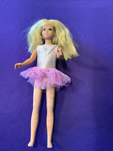 SKIPPER DOLL. (BARBIE COLLECTION) WEARING SILVER TOP, PURPLE BOTTOM. (SD-68).