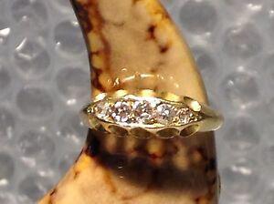 18ct YELLOW GOLD DIAMOND LADIES RING - SIZE K
