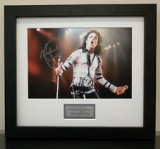 MICHAEL JACKSON SIGNED AND FRAMED PHOTO THE KING OF POP