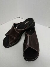 CLARKS Womens Brown Leather Sandals Slip On Open Toe Strap Size 8M EUC Slides