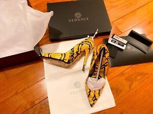 Versace Barocco-print pumps Pumps