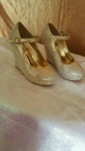 Delancy platform/wedges gold shoes size 7.5 Pre-Owned WITHOUT BOX