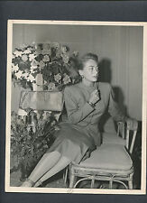 JOAN CRAWFORD IN A CANDID PUBLICITY SHOT FROM 1947 - DOUBLEWEIGHT