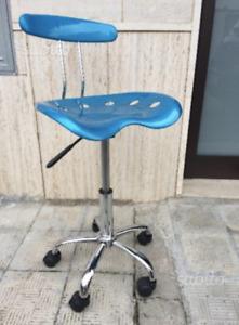 Sedia poltrona girevole da ufficio con ruote e seduta regolabile nera o blu