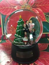 IT'S A WONDERFUL LIFE SNOWGLOBE  LIMITED EDITION PLAYS AULD LANG SYNE NEW