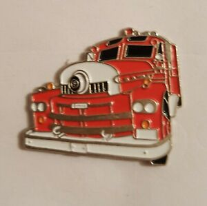 1958 Seagrave American Fire Engine Truck Red & White Classic Enamel pin Badge #V