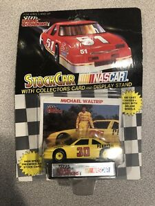 1992 RACING CHAMPIONS Michael Waltrip #30 Pennzoil 1:43 CAR & CARD
