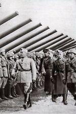 WW2 - Mussolini passe en revue une unité d'artillerie