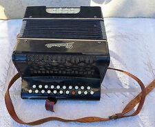 ancien instrument de musique diatonique de la marque martinelli à restaurer
