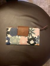 Women's Fossil snap closure floral leather wallet 6.5x3.5