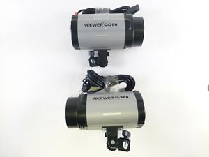 Neewer C-300 2-Head Kit with Power Cords, Flash Tubes, and Bulbs, in EC.