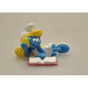 Figurine La Schtroumpfette lisant - Schtroumpf par PEYO - Pixi - 06467