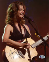 AMY GRANT SIGNED AUTOGRAPHED 8x10 PHOTO CHRISTIAN SINGER VERY PRETTY BECKETT BAS