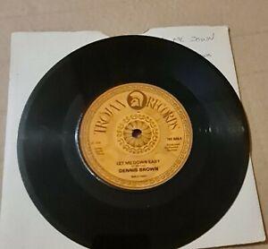 """Dennis Brown – Let Me Down Easy / Wichita Lineman (1979). 7"""" (Trojan)"""