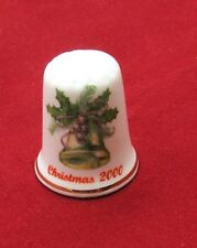 2000 WHITE CHRISTMAS PORCELAIN THIMBLE WITH BELLS HOLLY AND BERRYS