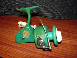 Vintage PENN 710 Spinfisher  - SPINNING FISHING REEL