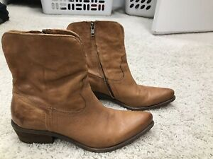Frye Pointed Toe Boots 8.5