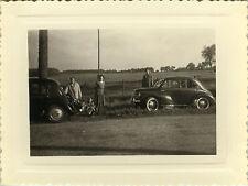 PHOTO ANCIENNE - VINTAGE SNAPSHOT - VOITURE AUTOMOBILE RENAULT 4 CV SORTIE - CAR