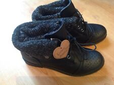 Lovely Ladies/girls Black Short Boots Size 5 New Shop Clearance