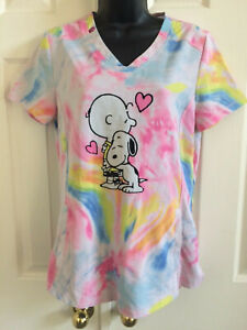 PEANUTS Scrubs Scrub Top Charlie Brown Snoopy Love Hugs Tie Dye Pastels Pink Sml
