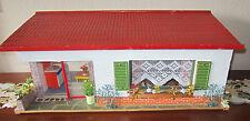 DDR Puppenhaus mit Pultdach / Puppenstube - alt - mit Inventar