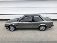 OttOmobile BMW 325i Echelle 1:18 Voiture Miniature - Grise (OT571)