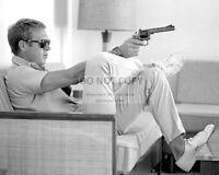 STEVE McQUEEN AIMING A GUN WHILE SITTING ON A COUCH - 8X10 PHOTO (BB-483)