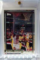 1992 92-93 Topps Gold Michael Jordan #141, Rare Parallel, Chicago Bulls HOF