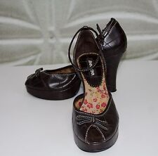 BONGO Brown Dress Shoes Peep Toe High Heels with Ankle Strap & Bows Size 8.5 GUC
