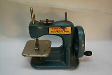 VINTAGE TOY SEWING MACHINE STITCH MISTRESS GATEWAY ENGINEERING MODEL NP49 GREEN