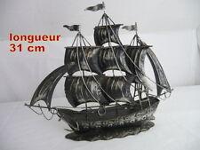 ancienMaquette de bateau / Voilier trois mats en fer blanc peint 31 cm ht  25 cm