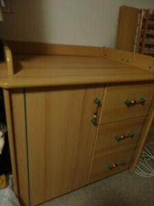 Baby-Kinderbett und Wickeltisch.(Wickelkommode, Babykommode) Gebraucht.