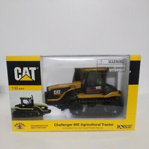 1/32 Caterpillar Challenger 95E Agricultural Tractor