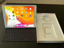 Apple iPad Air (3rd Generation) 64GB, Wi-Fi, 10.5in - Silver With Smart Keyboard